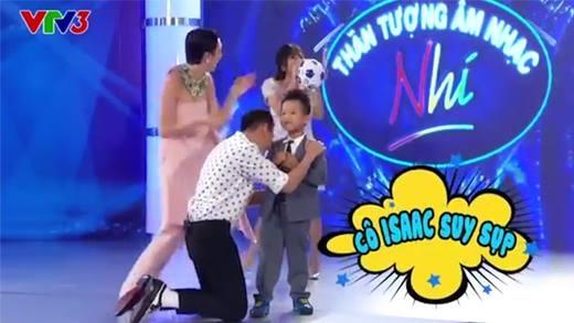 """Văn Mai Hương vô tình """"lộ hàng"""" trên sóng truyền hình vì quá khích"""