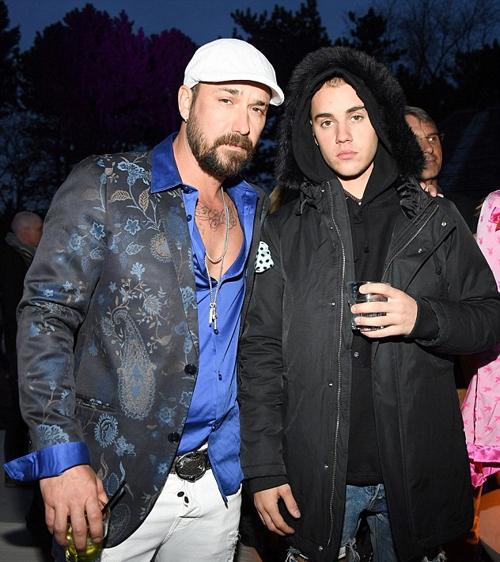Justin và ba.(Ảnh: Internet)