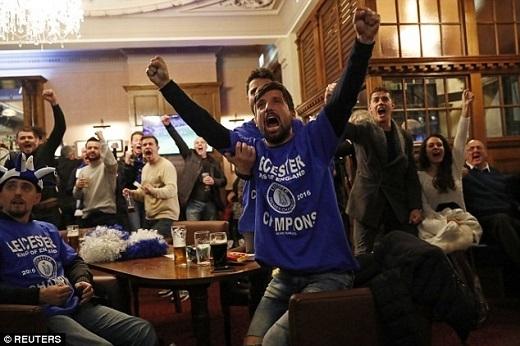 Hivọng nhen nhóm khi Chelsea có bàn rút ngắn tỉsố.