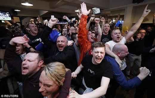 Để rồi vỡ òa sung sướng khi Hazard ghi bànsan bằng cách biệt. Kết thúc trận đấu, nhiều cổ động viên đã bật khóc.