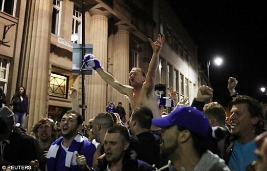 Thành phố Leicester trải qua một đêm không ngủ.