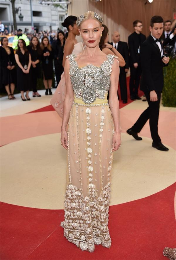 Những họa tiết cầu kì đặc trưng của Dolce and Gabbana đã được Kate Bosworth mang lên thảm đỏ Met Gala 2016.