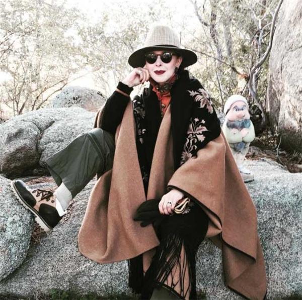 Không chỉ đóng khung với phong cách quý bà, bà Valerie von Sobel còn thử diện những bộ cánh cá tính.(Ảnh: Internet)