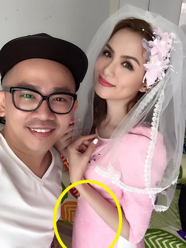 Trong hôn lễ vào tháng 11 năm ngoái, khi diện áo dài, Diễm Hương để lộ phần bụng tròn trĩnh hẳn. - Tin sao Viet - Tin tuc sao Viet - Scandal sao Viet - Tin tuc cua Sao - Tin cua Sao