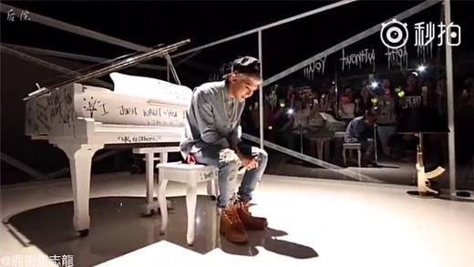 """Những khoảnh khắc """"khoe giọng"""" khiến fan cuồng nhiệt của G-Dragon"""