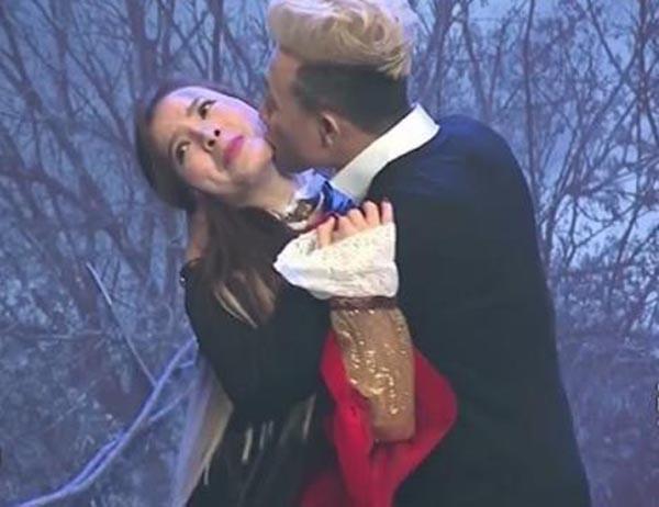 Cũng trên sóng truyền hình, Trấn Thành ôm chặt Phương Trinh Jolie và hôn tới tấpnữ ca sĩkhiến cô không thể phản kháng. - Tin sao Viet - Tin tuc sao Viet - Scandal sao Viet - Tin tuc cua Sao - Tin cua Sao