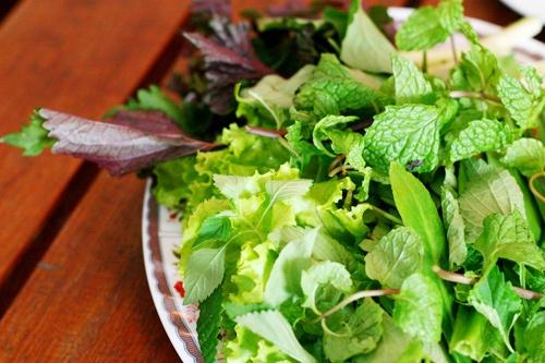 """Dĩa rau sống """"thần thánh"""", bí quyết sống khỏe và giữ dáng của người Việt.(Ảnh: Internet)"""