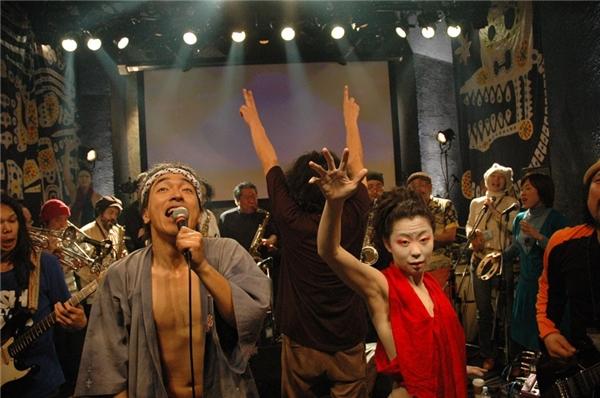 Thưởng thức âm nhạc ở Garam: Tại hộp đêm đông khách ở khu Garam, du khách có thể hòa mình vào những buổi biểu diễn âm nhạc ấn tượng lấy cảm hứng từ vùng Caribbe. Ảnh: Bigempire.