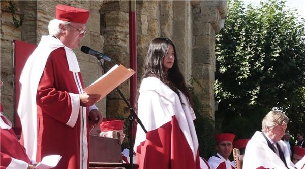 Nữ diễn viên được phong kỵ sĩ của hiệp hội rượu vang Pháp. (Ảnh: Internet)