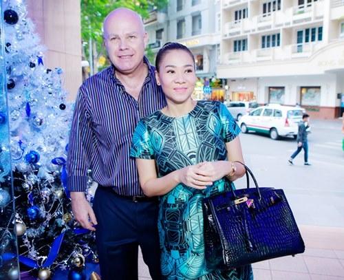 Thu Minh thực sự là một đại gia túi hiệu khi sở hữu khoảng 10 chiếc túi Hermes Birkin. Thiết kế với sắc đen huyền bí có giá 1,5 tỉ đồng.