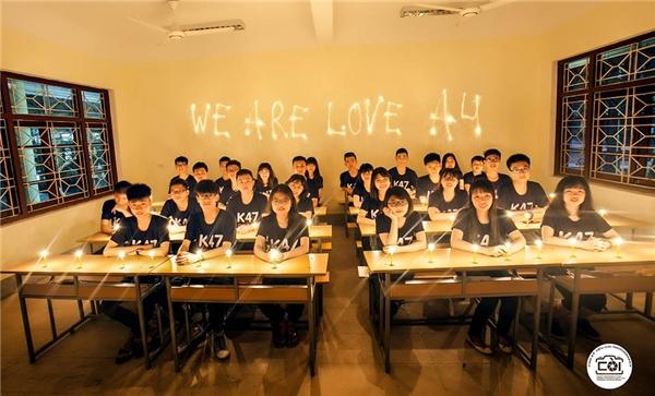 Ngoài những bức ảnh chụp dưới mưa đầy màu sắc thì các bạn học sinh lớp 12A4 - K47 cũng có những bức hình dễ thương được chụp tại trường học. (Ảnh: Còi Photography)