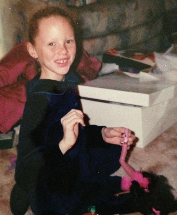 0 Amber khi còn bé đã thích chơi với búp bê. (Ảnh: Internet)