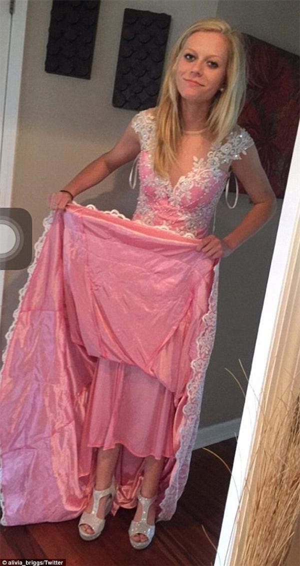 Chiếc đầm dạ hội đặt mua online khiến chủ nhân khóc không thành tiếng