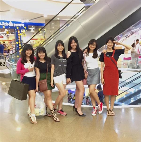 So với các bạn cùng trang lứa, Huỳnh Ân trông phổng phao và có phong cách thời trang sành điệu hơn. - Tin sao Viet - Tin tuc sao Viet - Scandal sao Viet - Tin tuc cua Sao - Tin cua Sao