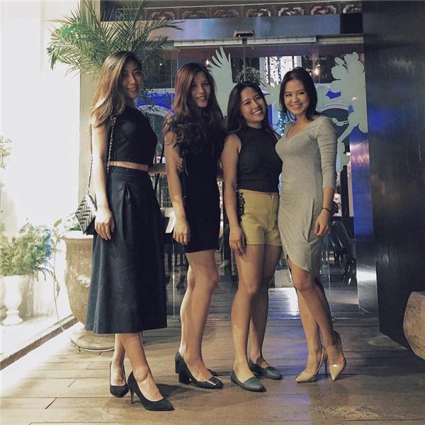 Về phầnHuỳnh Mi - người em kếTrấn Thành, cô đã tốt nghiệp một trường đại học quốc tế tại Việt Nam vàđang thử sức mình trong lĩnh vực kinh doanh dưới sự hỗ trợ của anh hai. - Tin sao Viet - Tin tuc sao Viet - Scandal sao Viet - Tin tuc cua Sao - Tin cua Sao