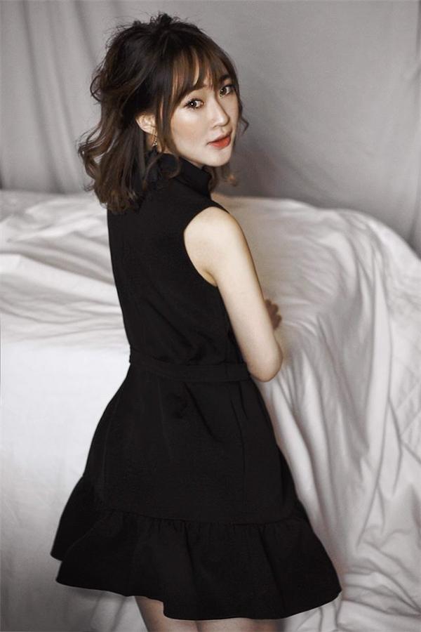 Sun Ht được cư dân mạng săn lùng bởi có tin đồn cô là bạn gái Phở đặc biệt.(Ảnh: Internet)