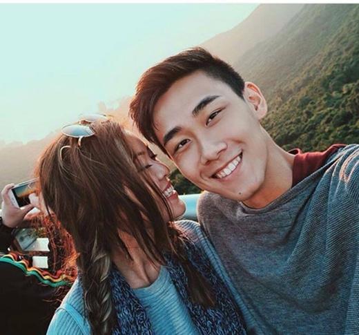 Chỉ cần chiếc điện thoại và tình yêu của mình, cặp đôi này khiên nhiều người ngưỡng mộ. (Ảnh: Internet)