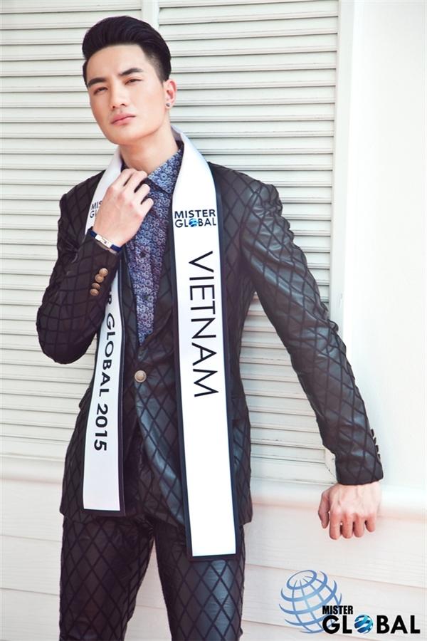Trước Vĩnh Cường, Nguyễn Văn Sơn đã mang về niềm tự hào cho phái mạnh Việt Nam khi đăng quang Mister Global 2015. Mặc dù là tin vui nhưng khán giả vô cùng bất ngờ bởi trước đó, chàng vận động viên Taekwondo không được đánh giá cao.