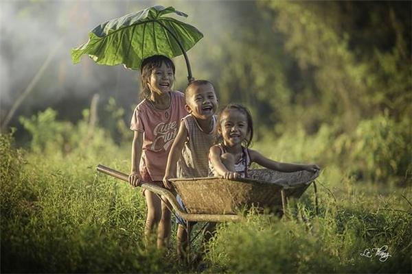 Nụ cười đẹp nhất đời người là nụ cười khi ta còn bé. (Ảnh: Internet)