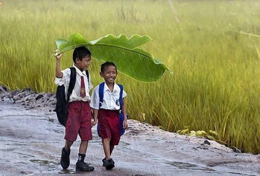 Tuổi thơ là những khoảnh khắc khi bạn nhớ lại...(Ảnh: Internet)