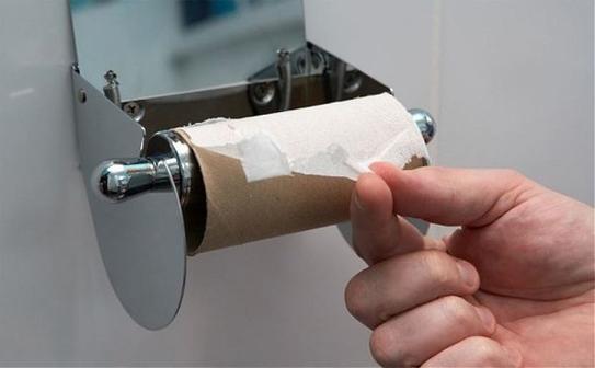 Giấy vệ sinh ở lâu trong buồng vệ sinh có nguy cơ bị nhiễm khuẩn rất cao.
