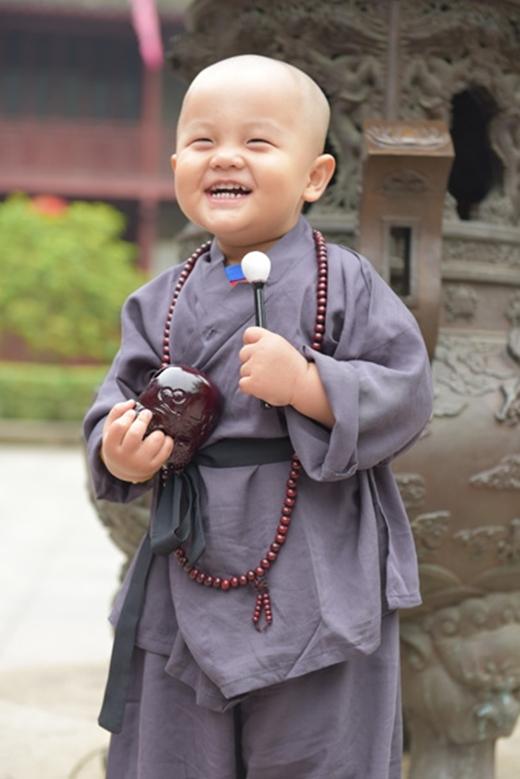 Sự ngây ngô, dễ thương của các tiểu hòa thượng khiến nhiều người vô cùng thích thú.(Ảnh: Internet)