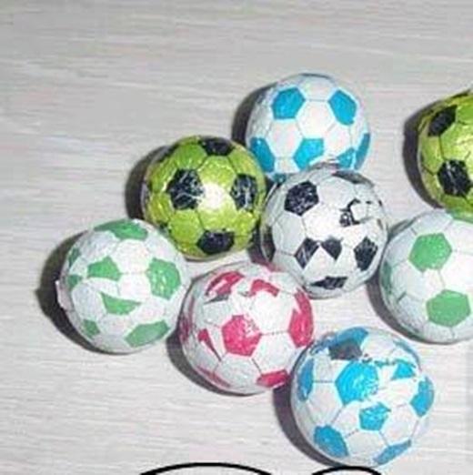 Sô-cô-la bóng đá nhỏ xinh, ăn thì không ngon nhưng nhìn thích mắt lắm.(Ảnh: Internet)