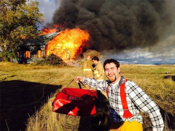 Đằng nào cũng cháy rồi, thôi đi về thôi.