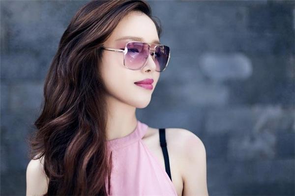 Kể từ khi chị gái giành ngôi vị Hoa hậu Việt Nam 2006, Ngọc Phượng cũng được truyền thông chú ý khá nhiều.