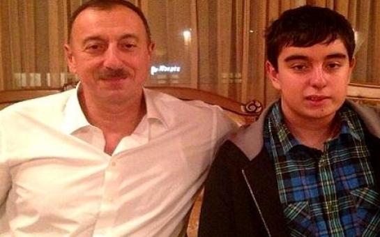 Cha con Ilham và Heydar Aliyev.