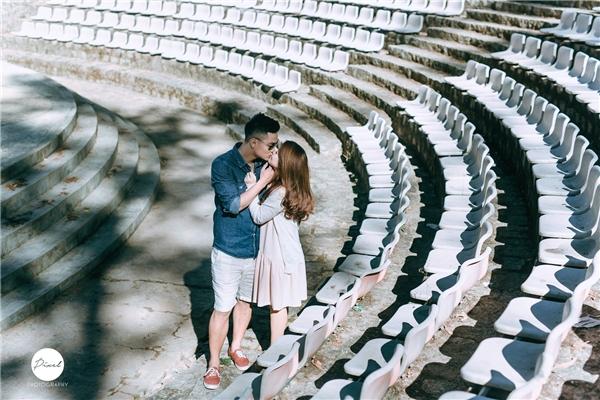 Trà Mymuốn bộ ảnh cưới của mình tự nhiên và tình cảm chứ không phải chỉ đẹp mà vô hồn nên cô rất chăm chút cho ý tưởng chụp ảnh cưới của mình. (Ảnh: NVCC)