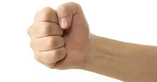 Bắt bệnh chỉ cần nắm chặt tay trong vòng 30 giây, không biết thì phí cả đời