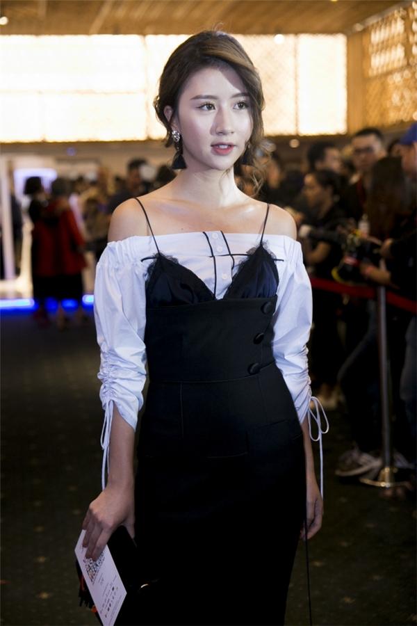 Bộ đồQuỳnh Anh Shynmặc trong tuần lễ thời trang bị dân mạng chê tơi tả. (Ảnh: Internet)