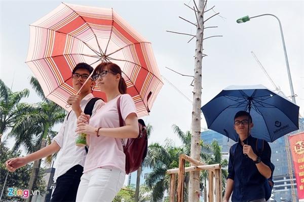 Nắng nóng diện rộng xảy ra trên cả nước trong 3-5 ngày tới. Ảnh: Nam Khánh