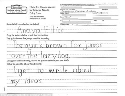 Chữ viết của Anaya có thể so sánh với chữ viết của người đầy đủ hai bàn tay.