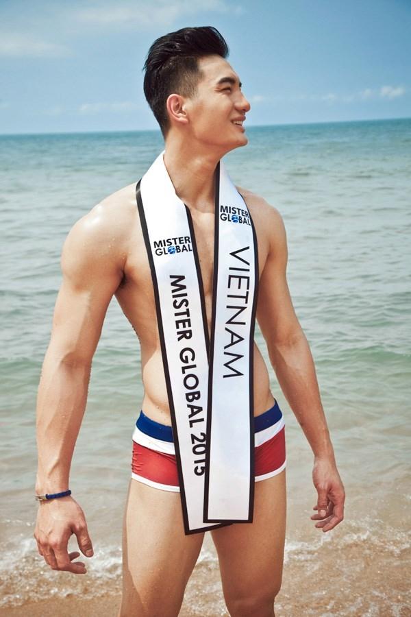 Các chàng trai cũng không hề kém cạnh. Nếu như năm 2014, Hữu Vi dừng chân ở danh hiệu Á vương 3 tại Mister Global thì một năm sau, Nguyễn Văn Sơn đã đăng quang ngôi vị cao nhất.