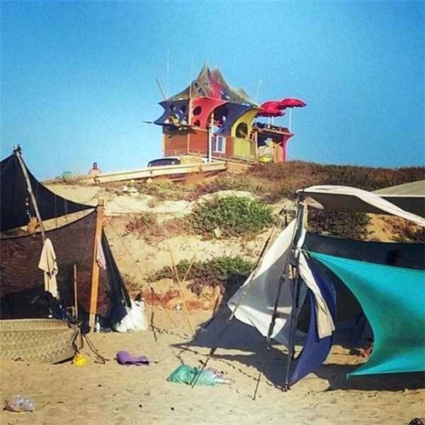Đúng chuẩn nhà trên hoang đảo.