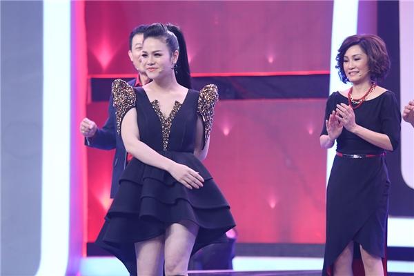 Để chứng minh, Nhật Kim Anhthể hiện luôn khả năng ca hát và vũ đạo trên sân khấu Người bí ẩn. - Tin sao Viet - Tin tuc sao Viet - Scandal sao Viet - Tin tuc cua Sao - Tin cua Sao