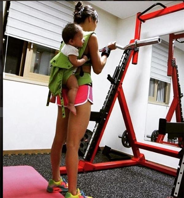 Mỗi khi có điều kiện cô còn tập với con để tăng thêm động lực.