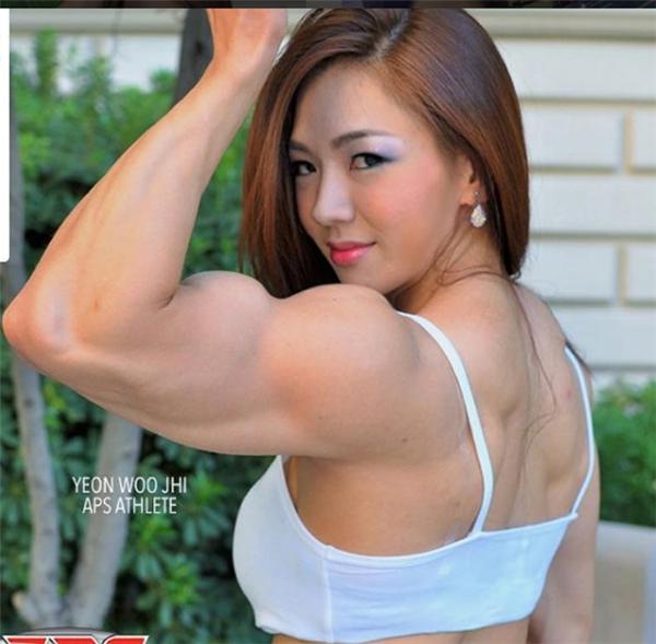Cô cao 1m7 và cân nặng dao động trong khoảng 65 kg - 71 kg tùy theo từng thời điểm và từng cuộc thi thể hình.