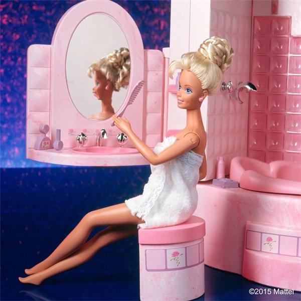 Barbie có thể tự cầm lượt để chảy tóc. (Ảnh: Internet)