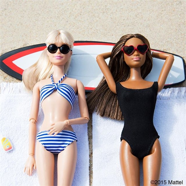 Vòng eo đáng mơ ước của Barbie khi diện bikini. (Ảnh: Internet)