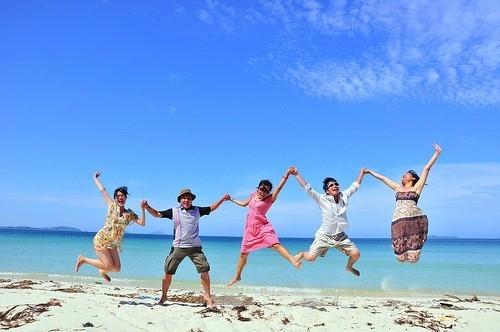 """...có điều kiện du lịch, ngắm cảnh, tự sướng """"check-in"""" ở tất cả những địa điểm muốn đi cũng được gọi là hạnh phúc. (Ảnh: Internet)"""