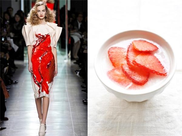 Dâu và sữa chua có lẽ là nguồn cảm hứng để nhà thiết kế tạo nên bộ váy này.