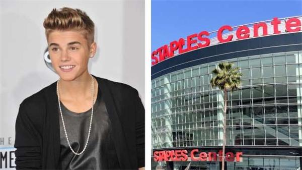 Justin Bieber chi trả 750 đô (16 triệu đồng) để làm tóc, 1 triệu đô (22 tỷ đồng) hàng tháng để tiệc tùng. Có lần, anh chàng này còn nướng 75.000 đô (1,6 tỷ) cho một đêm ở một câu lạc bộ thoát y tại Miami.
