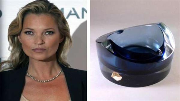 Trong danh sách quà tặng đám cưới của Kate Moss năm 2011 có 14 chiếc gạc tàn thuốc hiệu Talisman, mỗi chiếc có giá sơ sơ 370 đô (8 triệu đồng), và một bộ cocktail có giá 7.300 đô (162 triệu đồng).