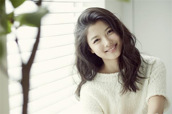 Kim Yoo Jung chia sẻ bản thân từng suýt bị bắt cóc khi còn học tiểu học. (Ảnh: Internet)