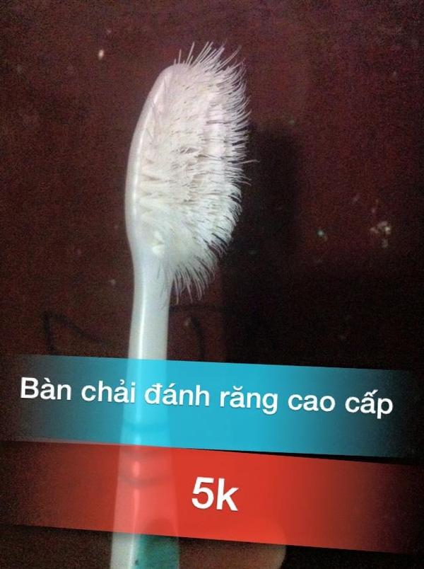 """Chiếc bàn chải đánh răng chỉ với giá 5.000 đồng nhưng lại có vẻ ngoài vô cùng """"tự do"""" (lông bàn chải chĩa tự nhiên về khắp các hướng"""".(Ảnh: Internet)"""