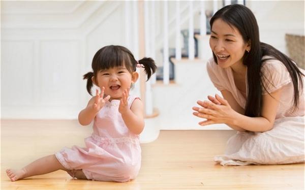 Mẹ luôn là người dạy cho con gái những bài học đầu đời.