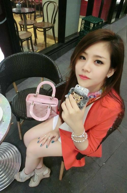 Thêm một chiếc túi Lady Dior khác với màu hồng phấn nữ tính nhưng không kém phần sang trọng. - Tin sao Viet - Tin tuc sao Viet - Scandal sao Viet - Tin tuc cua Sao - Tin cua Sao